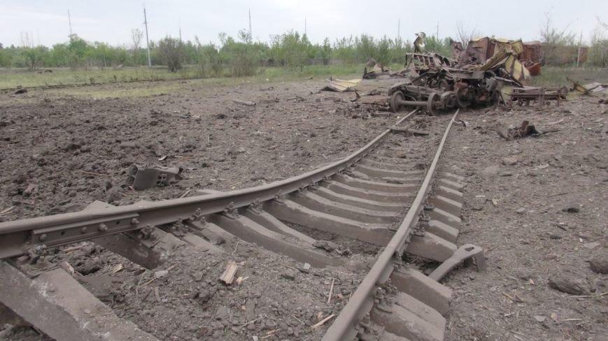На месте взрыва в Донецке невообразимая воронка (ФОТОФАКТ) (фото) - фото 2
