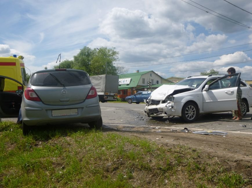В Красной Пахре на 45- км Калужского шоссе произошло ДТП с пострадавшими (фото) - фото 1