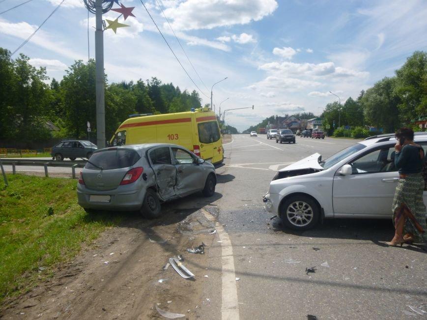 В Красной Пахре на 45- км Калужского шоссе произошло ДТП с пострадавшими (фото) - фото 2