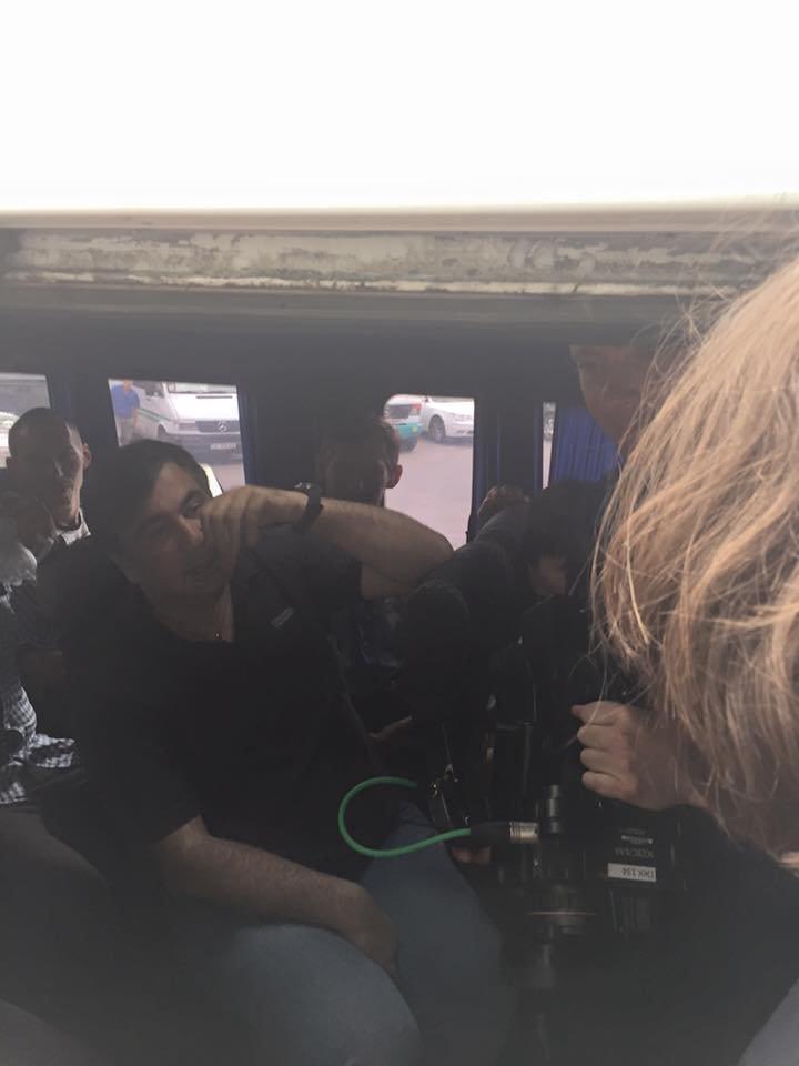 Саакашвили сел на автовокзале в маршрутку и намерен добраться до Татарбунар по ужасной дороге (ФОТОФАКТ) (фото) - фото 1