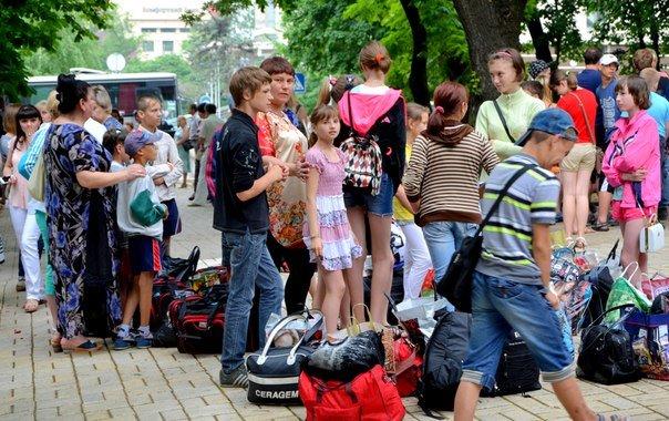 Сегодня 500 детей из ДНР отправились на отдых в Крым (ФОТО) (фото) - фото 2