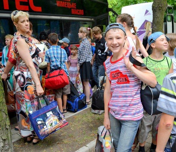 Сегодня 500 детей из ДНР отправились на отдых в Крым (ФОТО) (фото) - фото 4