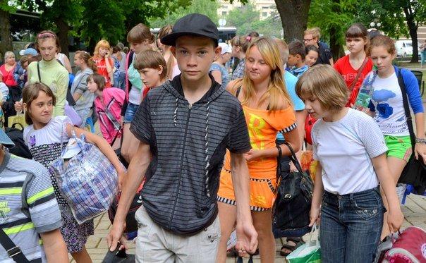Сегодня 500 детей из ДНР отправились на отдых в Крым (ФОТО) (фото) - фото 3