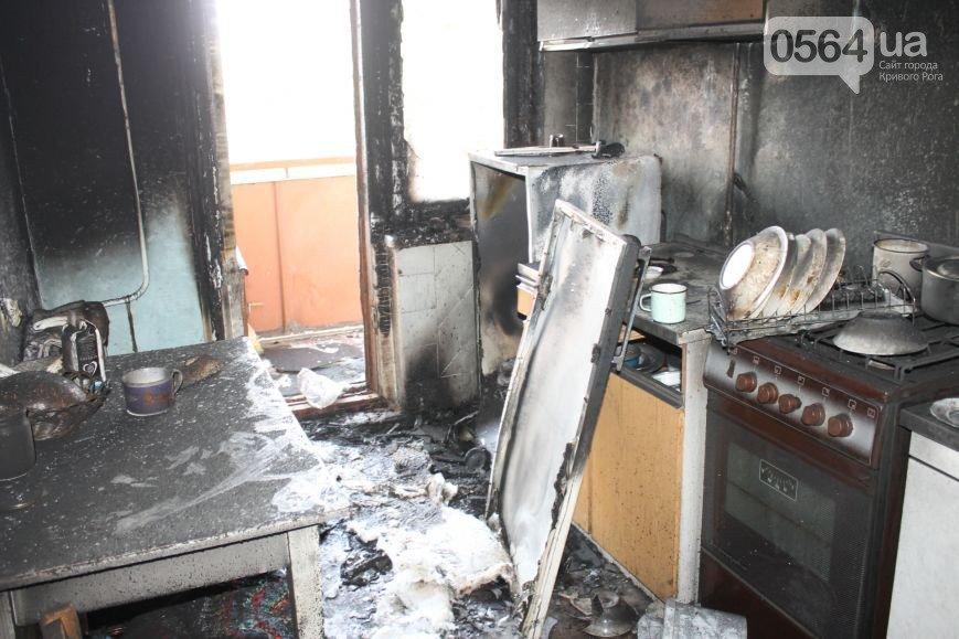 В Кривом Роге: решили поднять тариф на проезд, КАМАЗ загорелся на ходу, соседи спасали квартиру пенсионерки от пожара (фото) - фото 3