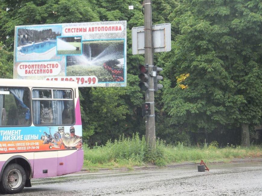 В Кировограде произошло ДТП - от столкновения с автобусом «ГАЗель» развернуло на дороге. ФОТО (фото) - фото 1