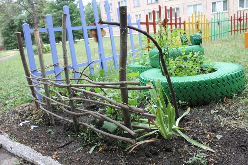В Кривом Роге «при поддержке» молодых мамочек появилась детская площадка (ФОТО), фото-16