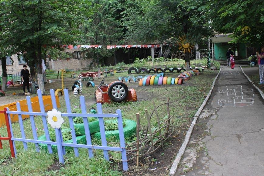 В Кривом Роге «при поддержке» молодых мамочек появилась детская площадка (ФОТО), фото-20
