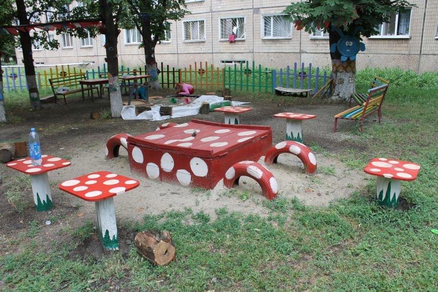 В Кривом Роге «при поддержке» молодых мамочек появилась детская площадка (ФОТО), фото-9