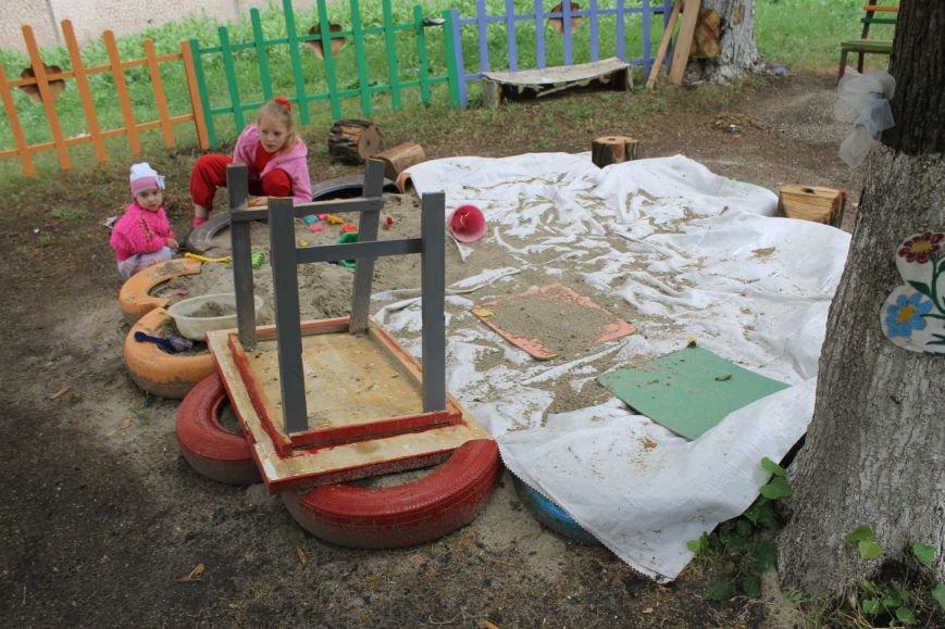 В Кривом Роге «при поддержке» молодых мамочек появилась детская площадка (ФОТО), фото-17