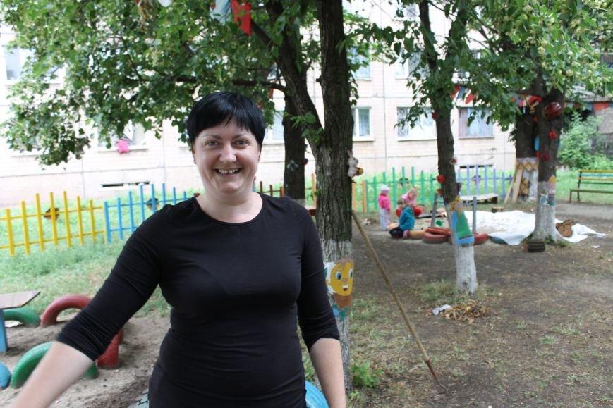 В Кривом Роге «при поддержке» молодых мамочек появилась детская площадка (ФОТО), фото-8