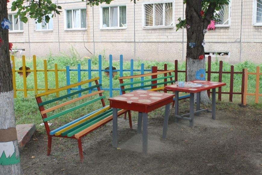 В Кривом Роге «при поддержке» молодых мамочек появилась детская площадка (ФОТО), фото-15