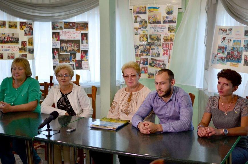 В Днепродзержинске завершилась пресс-конференция, посвященная скандалу в СШ №40 (фото) - фото 1