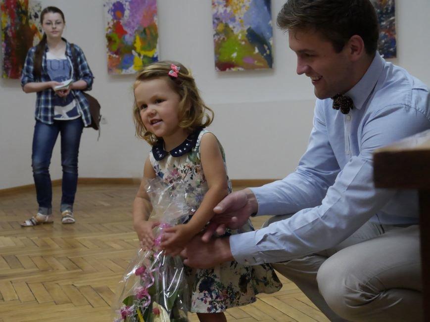 У Тернополі відкрили виставку 2-річної художниці Алісії Захарко (фото, відео) (фото) - фото 1