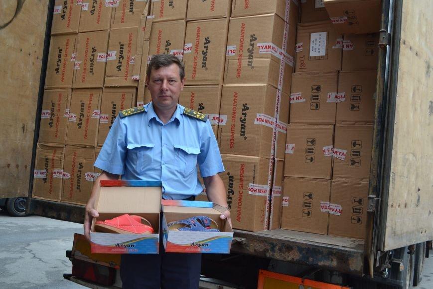 Предприниматель пытался скрыть от сумских таможенников больше 7000 пар обуви (ФОТО) (фото) - фото 1