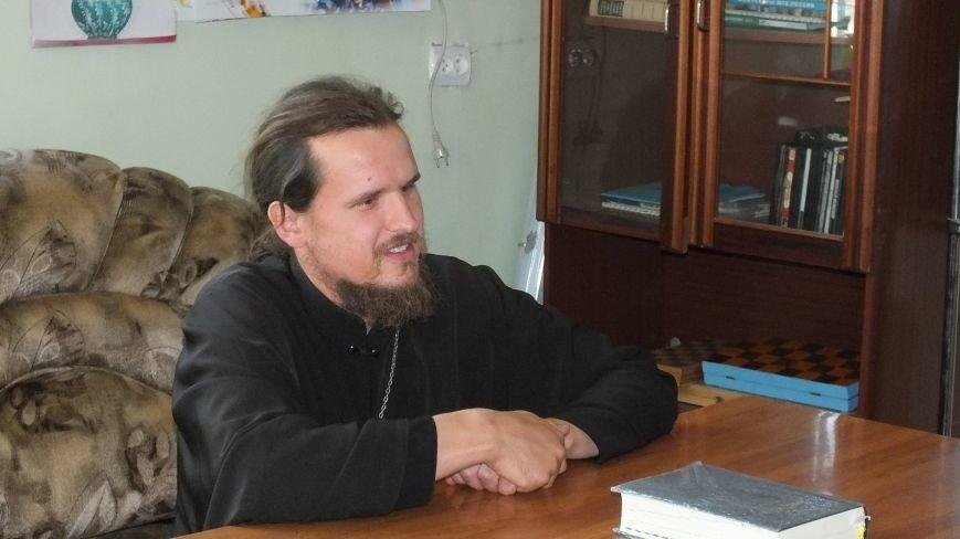 О всех  таинствах православных традиций обществу инвалидов рассказал Иерей Василий (фото) - фото 1