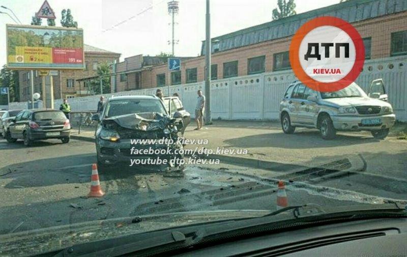 В Киеве ДТП спровоцировало пробку от Дорогожичей и Караваевых дач (ФОТО) (фото) - фото 1
