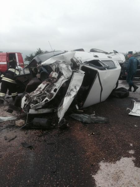 В тройной аварии на крымской трассе один человек погиб, четверо травмированы (ФОТО), фото-4