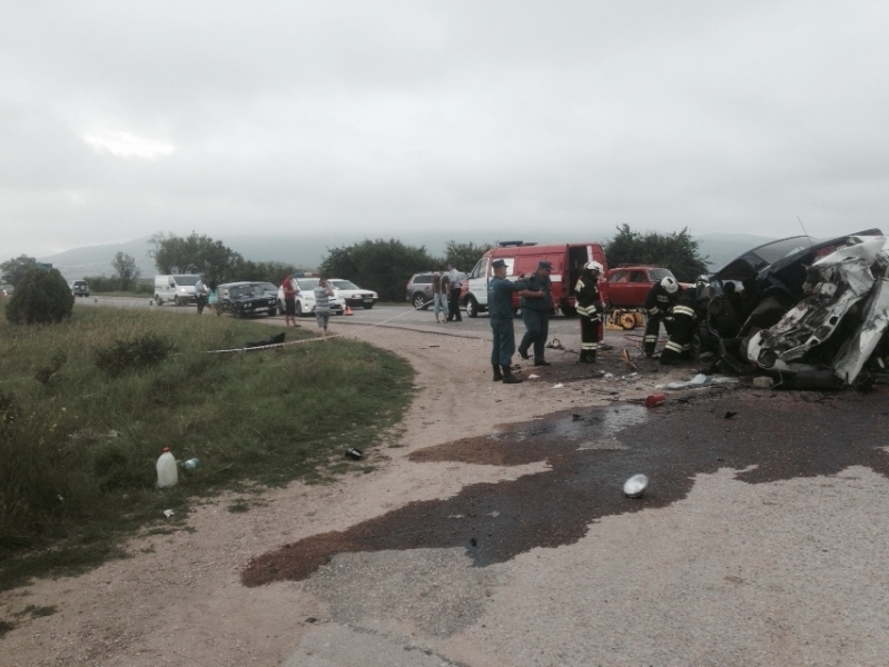 В тройной аварии на крымской трассе один человек погиб, четверо травмированы (ФОТО), фото-1
