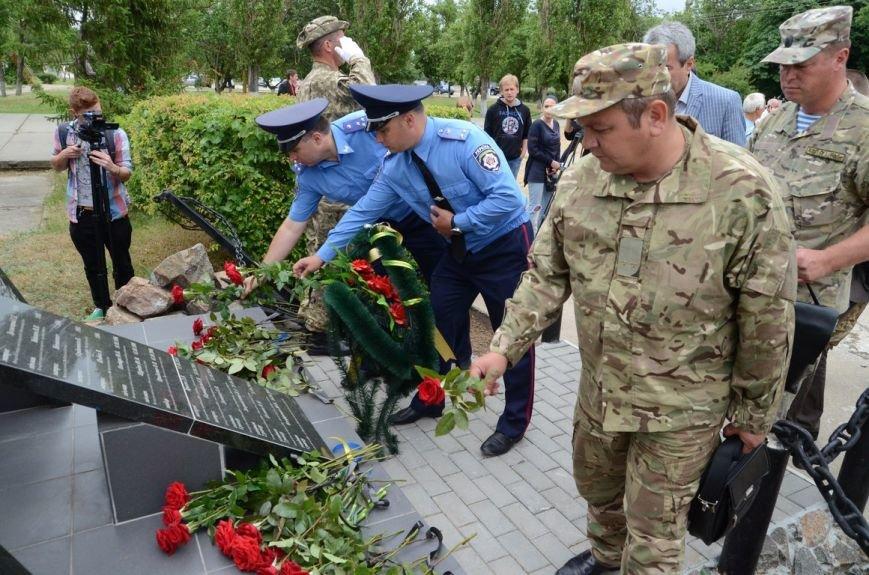 Губернатор Николаевщины стал на колени перед памятником водолазам-разведчикам (ФОТОРЕПОРТАЖ) (фото) - фото 4