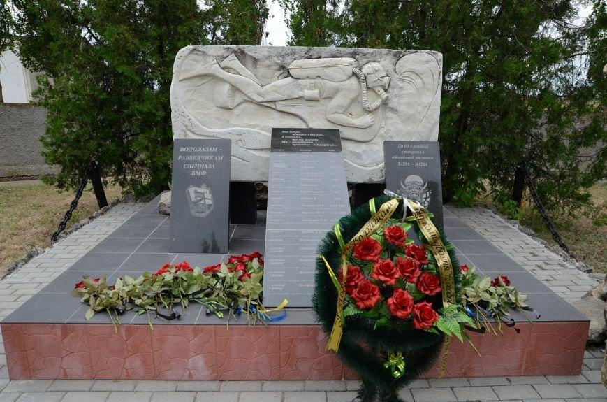 Губернатор Николаевщины стал на колени перед памятником водолазам-разведчикам (ФОТОРЕПОРТАЖ) (фото) - фото 6