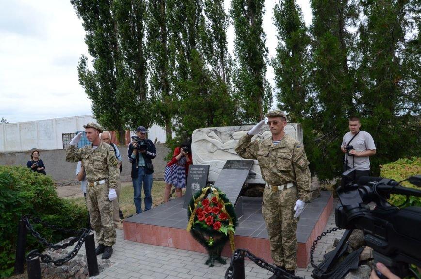 Губернатор Николаевщины стал на колени перед памятником водолазам-разведчикам (ФОТОРЕПОРТАЖ) (фото) - фото 5