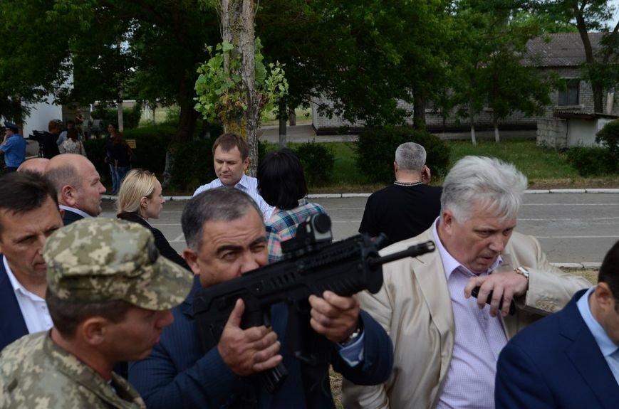 Губернатор Николаевщины стал на колени перед памятником водолазам-разведчикам (ФОТОРЕПОРТАЖ) (фото) - фото 9