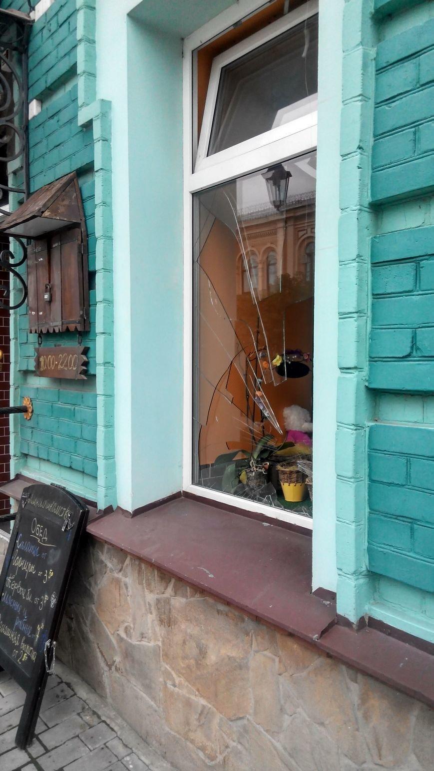 В Сумах совершили нападение на патриотическое кафе с Бандерой (ФОТО) (фото) - фото 1