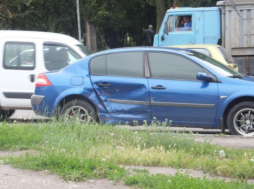 В Кировограде «Запорожец» столкнулся с иномаркой. ФОТО (фото) - фото 1