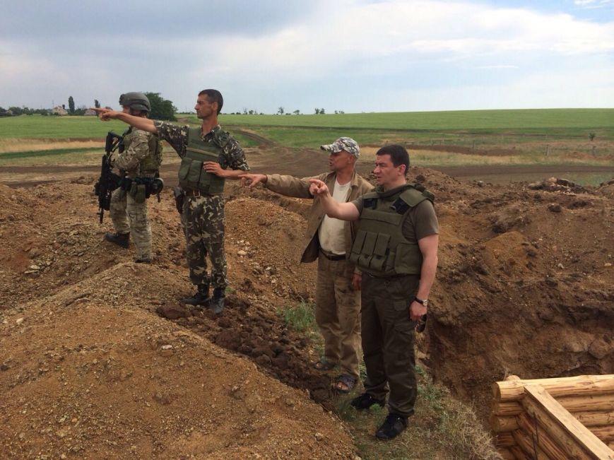 Запорожский губернатор проверил строительство оборонительных укреплений на подступах к региону (ФОТО) (фото) - фото 1