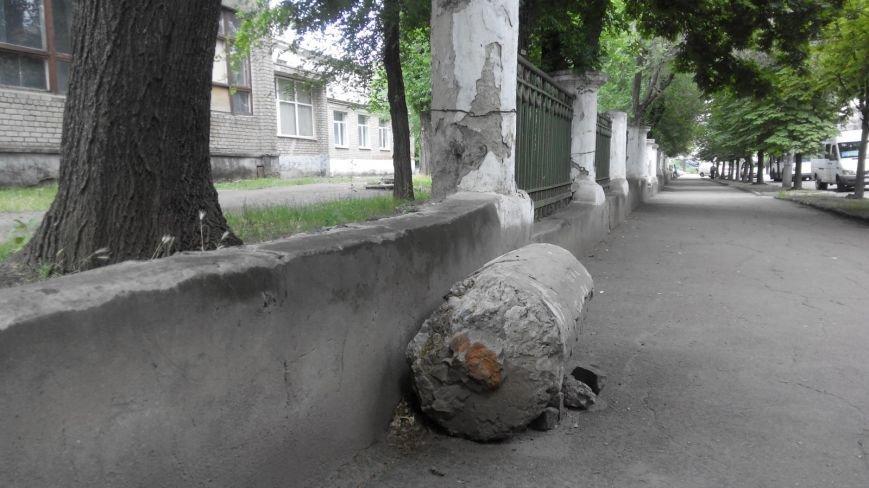 Криворожанин: Сердце кровью обливается, замечая, как раритетную чугунную литую ограду  «сплавляют» на металлолом (ФОТО), фото-1
