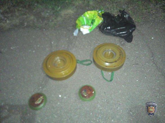Под вагоном грузового поезда, который прибыл в Украину из «ДНР», было обнаружено 2 противотанковые мины. ФОТО (фото) - фото 1