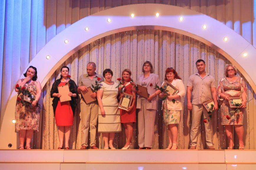 Замминистра здравоохранения поздравил Артемовских медиков с профессиональным праздником (фото) - фото 3