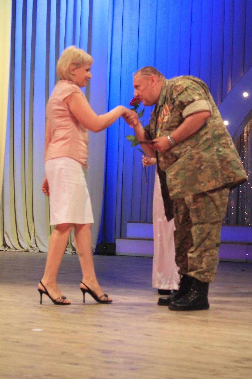 Замминистра здравоохранения поздравил Артемовских медиков с профессиональным праздником (фото) - фото 9