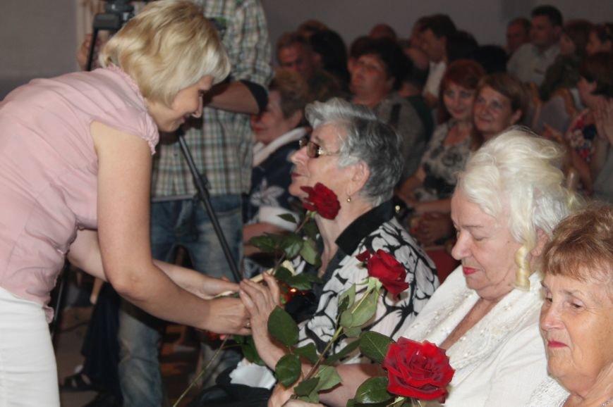 Замминистра здравоохранения поздравил Артемовских медиков с профессиональным праздником (фото) - фото 7