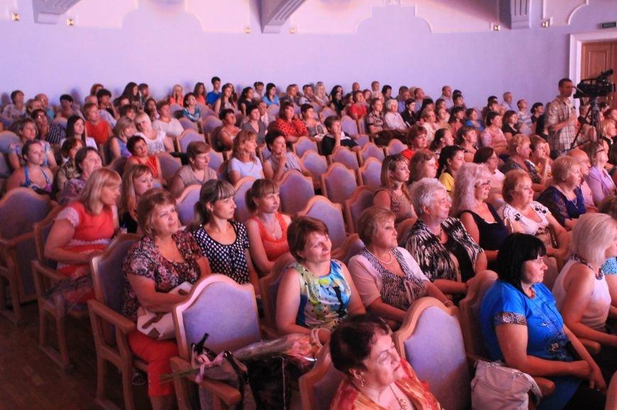 Замминистра здравоохранения поздравил Артемовских медиков с профессиональным праздником (фото) - фото 10