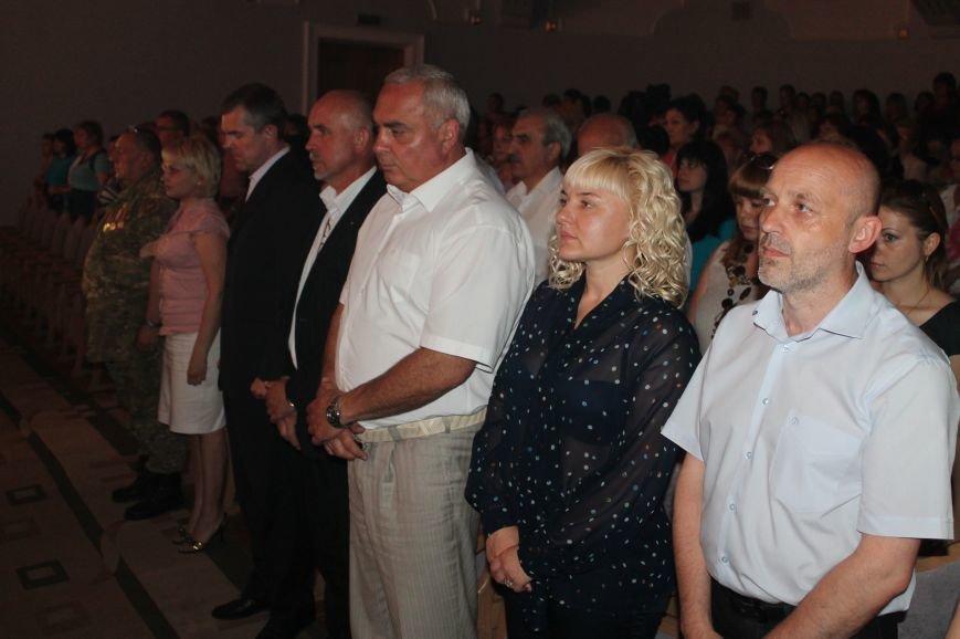 Замминистра здравоохранения поздравил Артемовских медиков с профессиональным праздником (фото) - фото 4