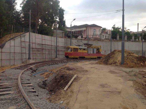 Деревянные шпалы вместо бетонных: Трамвай в одесскую Аркадию пускают халтурщики (ФОТОФАКТ) (фото) - фото 1