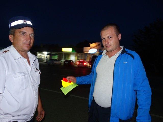 Лабинские полицейские провели акцию «Стань заметнее на дороге» (фото) - фото 1