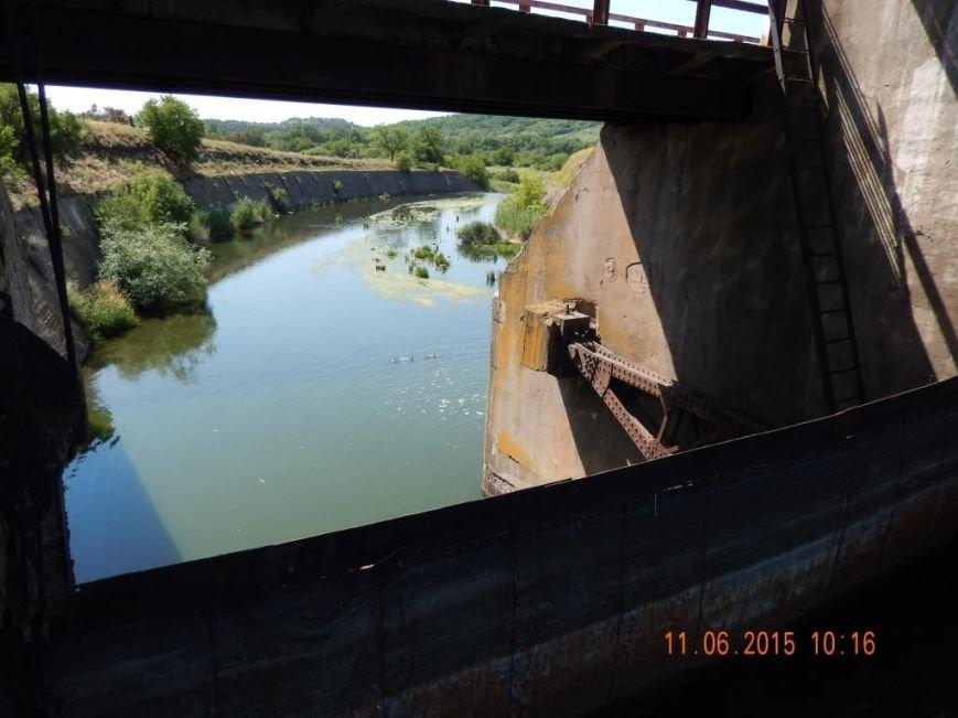 На Нижней Крынке разрушается дамба, назревает экологическая катастрофа (фото) - фото 1