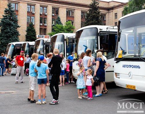 В патриотический лагерь «Укропчик» отправилась первая партия из 300 юных днепропетровцев (ФОТО) (фото) - фото 1