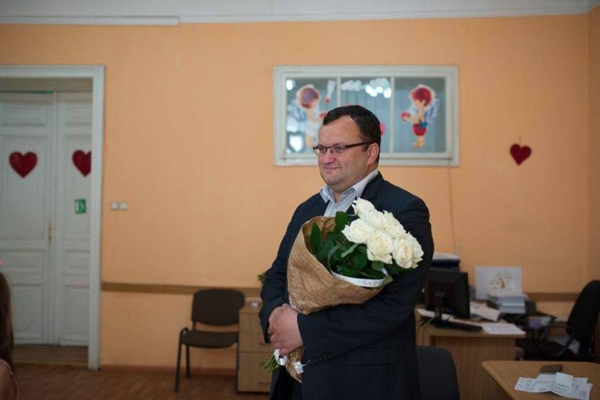 У Чернівцях офіційно оформили шлюб  айдарівець і його кохана. Молодят привітав мер Олексій Каспрук (ФОТО) (фото) - фото 2