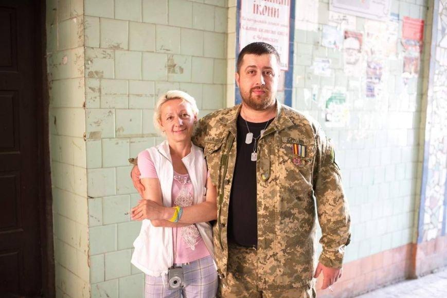 У Чернівцях офіційно оформили шлюб  айдарівець і його кохана. Молодят привітав мер Олексій Каспрук (ФОТО) (фото) - фото 3
