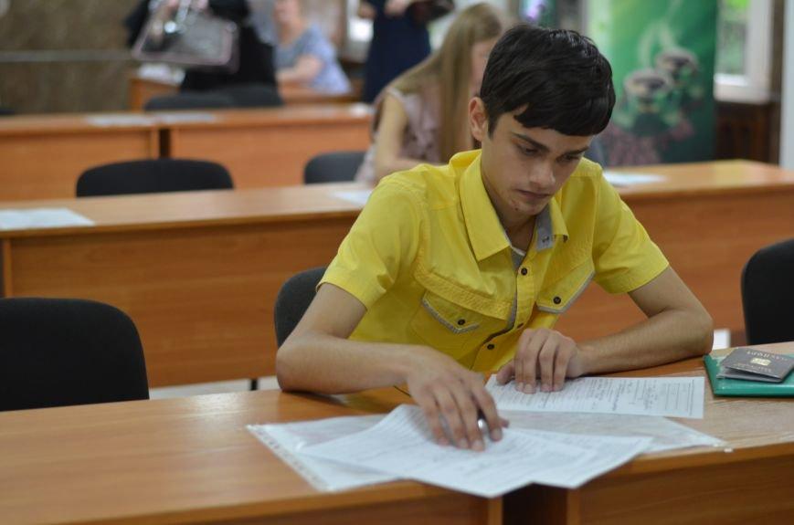 В Симферополе стартовала вступительная кампания в вузы. Заявлений пока мало — выпускники школ еще не получили аттестаты (ФОТО), фото-2