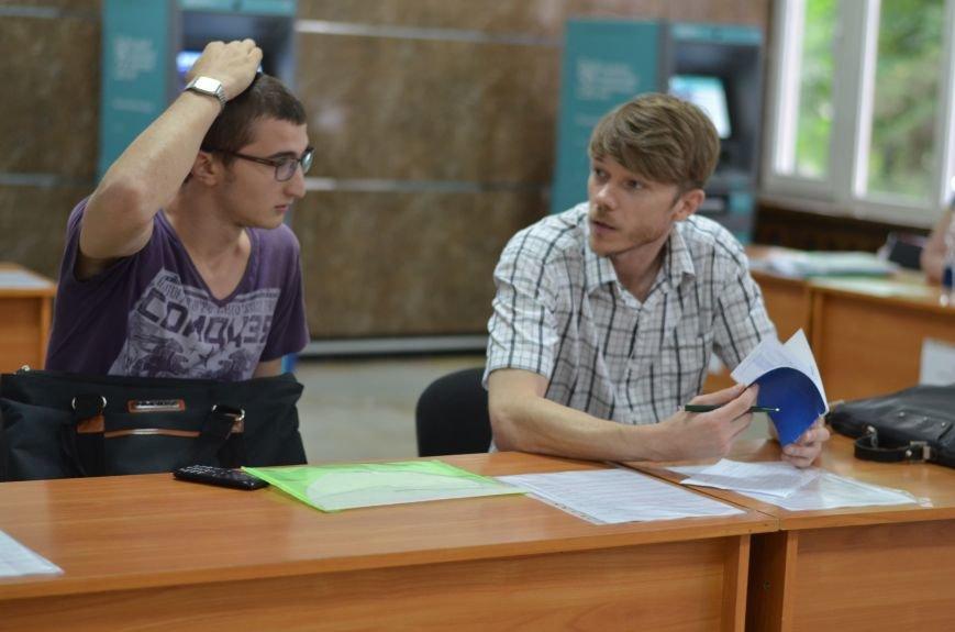 В Симферополе стартовала вступительная кампания в вузы. Заявлений пока мало — выпускники школ еще не получили аттестаты (ФОТО), фото-3