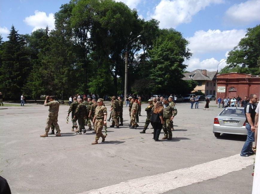 Сотни криворожан, став на колени, провели в последний путь бойца ДУКа Геннадия Дощенко (ФОТО), фото-17