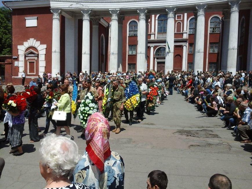 Сотни криворожан, став на колени, провели в последний путь бойца ДУКа Геннадия Дощенко (ФОТО), фото-49