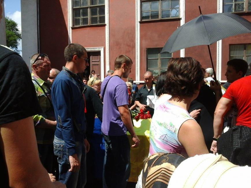 Сотни криворожан, став на колени, провели в последний путь бойца ДУКа Геннадия Дощенко (ФОТО), фото-15