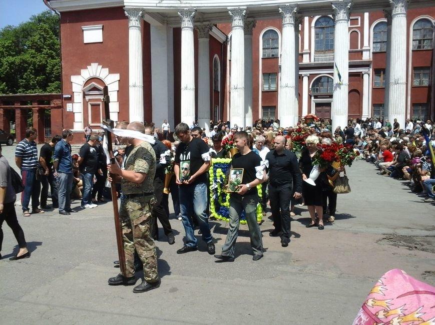 Сотни криворожан, став на колени, провели в последний путь бойца ДУКа Геннадия Дощенко (ФОТО), фото-40