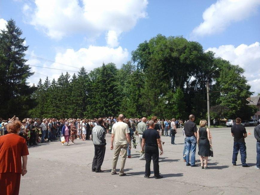 Сотни криворожан, став на колени, провели в последний путь бойца ДУКа Геннадия Дощенко (ФОТО), фото-2