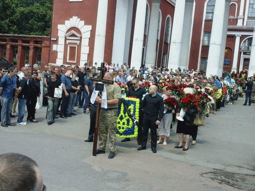 Сотни криворожан, став на колени, провели в последний путь бойца ДУКа Геннадия Дощенко (ФОТО), фото-39